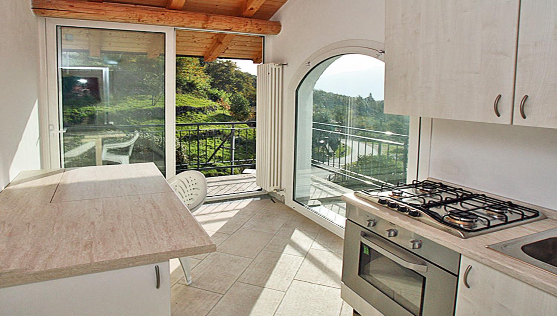 Case vacanze como lago casa delle camelie sorico for Lotti in piano casa fronte lago