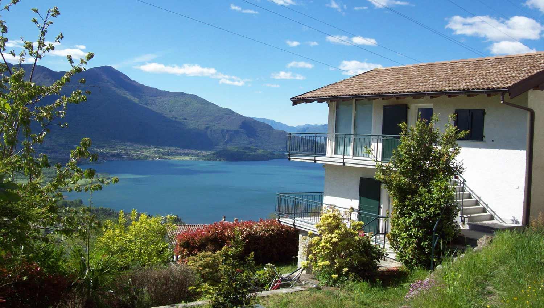Case vacanze como lago casa delle camelie sorico for Piccole case sul lago